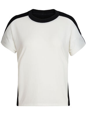 Womens Cool-Lite™ Kinetica Short Sleeve Crewe A high-performing T-shirt made to move freely with you, the Kinetica Short Sleeve Crewe features Cool-Lite™ fabric for comfort in the heat