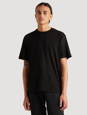 Mens icebreaker City Label Merino T-Shirt The Merino T-Shirt puts the comfort factor in urban living. A lightweight and breathable tee that feels cool and soft next to your skin, it's made with merino fibres that naturally resist odour all day and has a clever hidden pocket for small items.