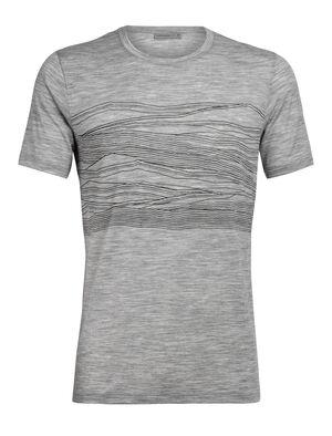 Herren Merino Tech Lite kurzärmliges T-Shirt 1000 Vistas Unser vielseitigstes Tech Tee aus atmungsaktiver, geruchsabweisender Merinowolle. Die Perspektive des Künstlers Zachary Snyder der schweizerischen Alpen scheint 1.000 Gipfel auf einmal einzufangen.