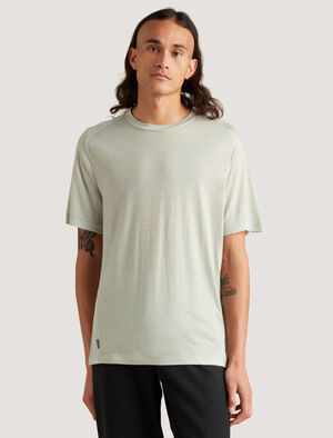 Mens icebreaker City Label Cool-Lite™ Merino Travel T-Shirt A lightweight and breathable tee, the Merino Travel T-Shirt is made with our signature Cool-Lite™ fabric, a blend of merino and TENCEL™ that naturally resists odors and wicks away moisture.