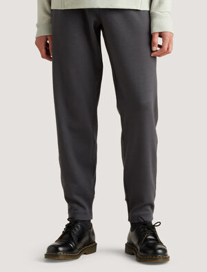 Mens icebreaker City Label Merino Tailored Trousers Smart trousers for work or weekends in naturally breathable fibers, the Merino Tailored Trousers have a soft and stretchy waistband, and sleek, secure pockets.